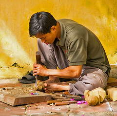 """Wood sculptor in Huế • <a style=""""font-size:0.8em;"""" href=""""http://www.flickr.com/photos/23163398@N00/38946439274/"""" target=""""_blank"""">View on Flickr</a>"""