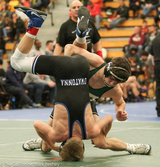 132 - Tanner Schermerhorn (Frazee) over Riley Becker (Owatonna) Maj 10-0.  171229amk0069