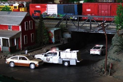 greenlight fordf150 dodgechargerpursuit johnnylightning model toy dioramas diecast diecastdioramas boxcar locomotive 164scale hoscalefigures hoscale railroad train