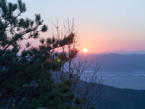 Climbing Geom-moo mountain for sunrise_MDY_180101_49