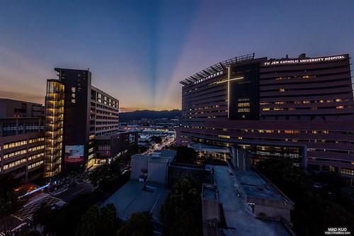輔大醫院 此張照片參加-2018輔大醫院「在光中航行」攝影比賽,獲得了金獎殊榮。得獎名單 http://medhum.fjuh.fju.edu.tw/space/page/20181029151424