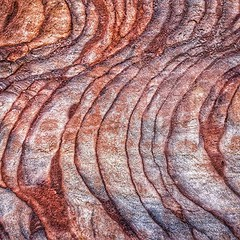 Both colors and geometric patterns are a delight to the eyes of the visitor to a Petra
