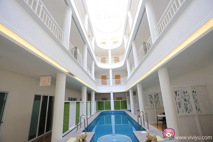 [清萊住宿]清萊夜市附近推薦住宿│Hi Chiangrai Hotel.新落成飯店.擁有陽台&中庭泳池 @VIVIYU小世界