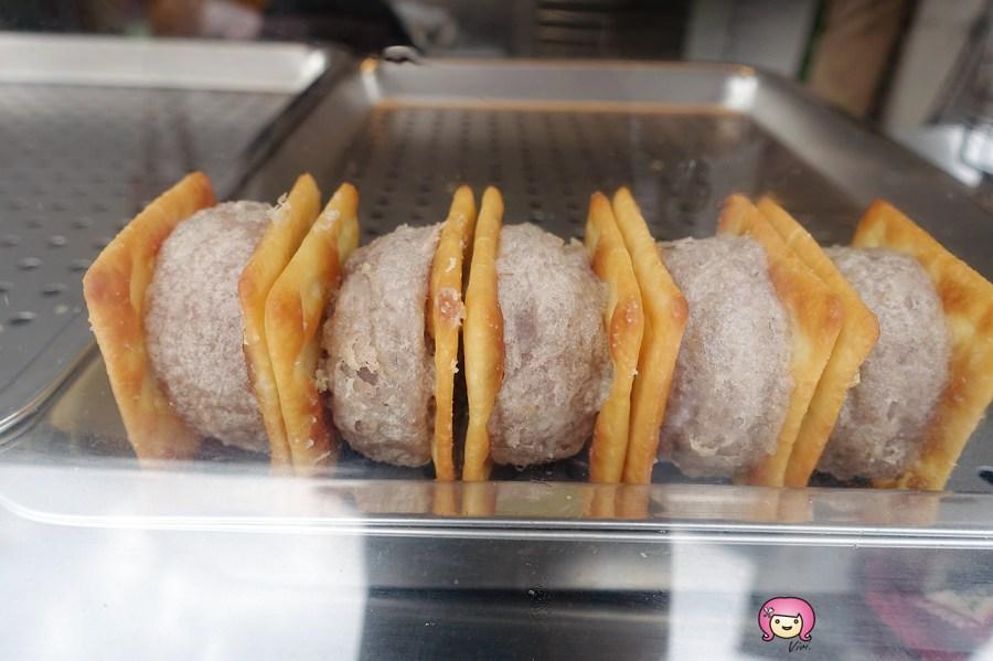 傅伯伯脆皮芋頭酥,台式點心,桃園小吃,桃園火車站,桃園火車站美食,桃園美食,爆漿起司,芋頭酥,芋頭餅 @VIVIYU小世界