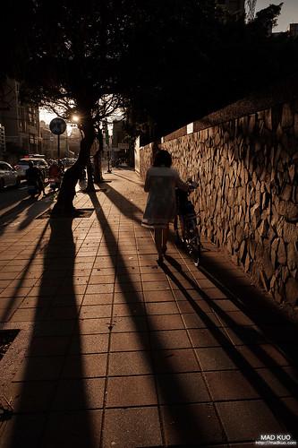 入秋的某天,夕陽溫暖的照射下,似乎也沒什麼煩腦了。