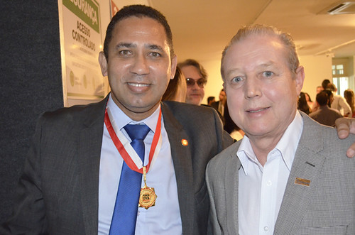 O anfitrião, delegado Gilberto Simão de Melo e José Maria Facundes - Foto Emmanuel Franco