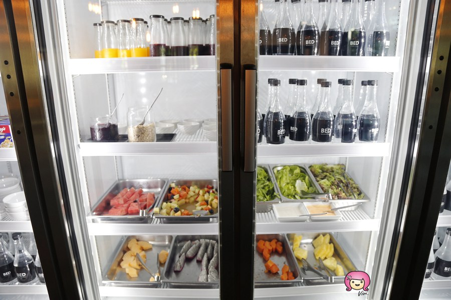 [清邁住宿]尼曼區.BED Nimman.เบด นิมมาน│冰箱內滿滿礦泉水任你飲.蛋糕水果點心隨你吃.僅限成人入住 @VIVIYU小世界