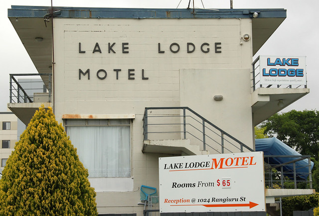 lake lodge motel