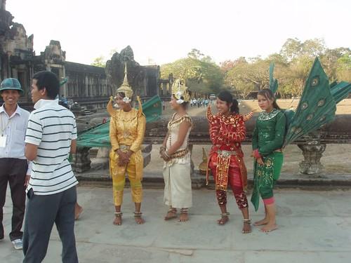 201003030855_Angkor-wat-dancers