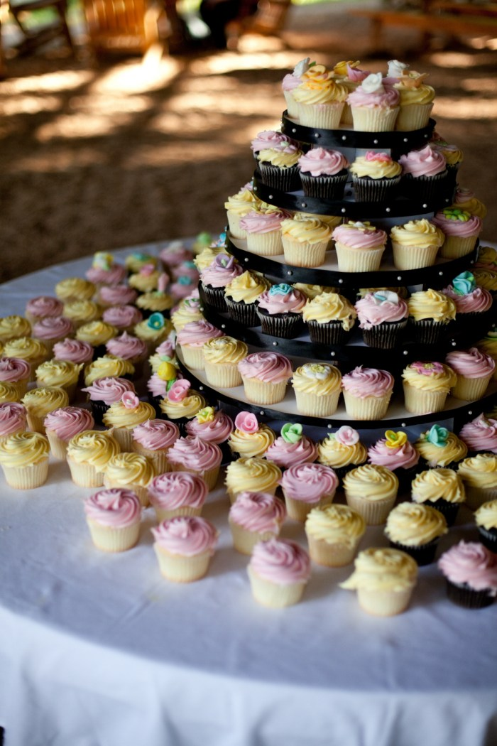 6 creative ways to display your wedding cupcakes | Offbeat Bride