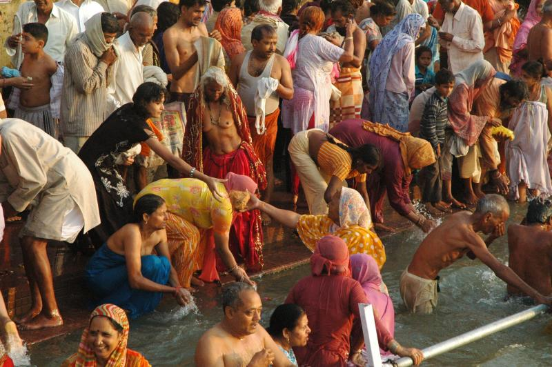 Dip Dip...Mahakumbh 2010 - Haridwar, India