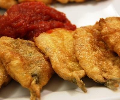 Detalle de las Sardinas Parochas Rebozadas con Tomate Frito con Miel