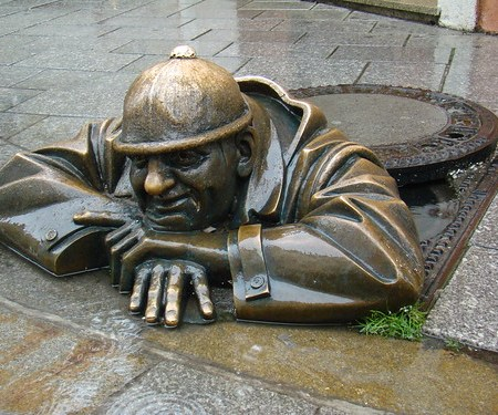 Bratislava Esculturas en la calle Eslovaquia 02