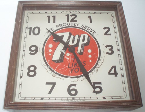 7 UP CLOCK EARLY 40'S