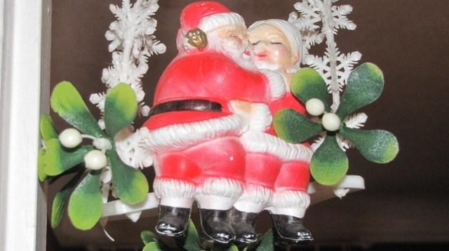 Santa Mistletoe