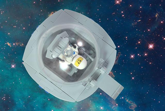 MOC-023 LEGO Q Spaceship - Front