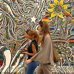 Berlin Wall Gallery with traffic 3