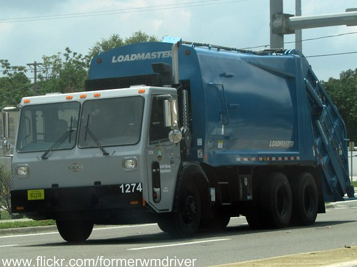 LOADMASTER Garbage Truck (not the WM green)