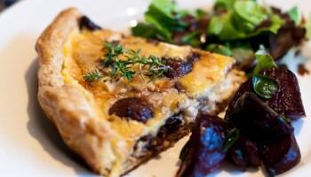 Ottolenghi's taart van gekarameliseerde knoflook