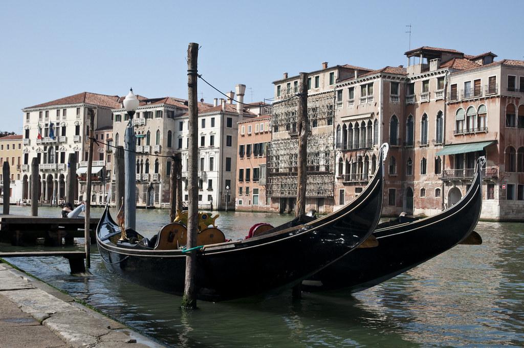 Gondola in Rialto