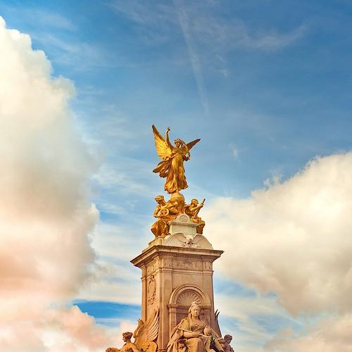 London / Sky / Clouds