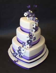 Purple Heart Wedding CakeTheBridalBlog com Wedding Tips     Ivory   Purple Heart Wedding Cake 2
