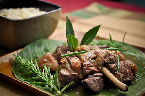how to cook adobong baboy filipino style