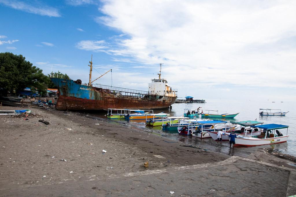 Boats to Samalona