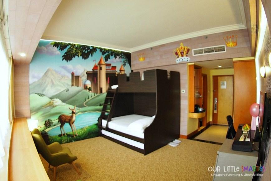 Furama RiverFront Theme Room