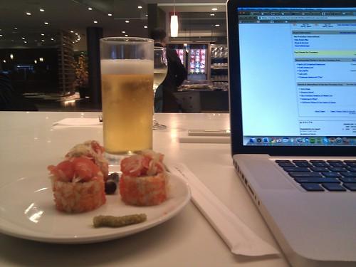 Sushi & a beer at Delta lounge @ Tokyo Narita airport