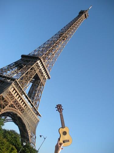 Ukulele a la Tour Eiffel