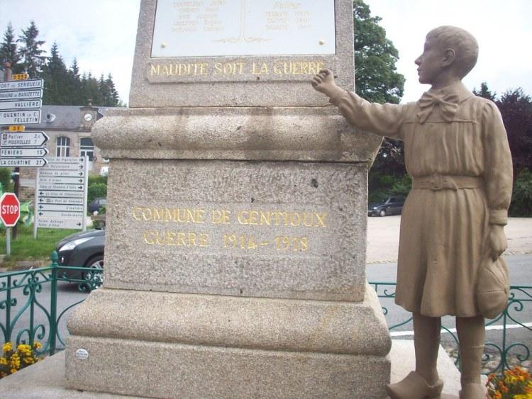 """""""Maudite soit la guerre"""". Monument aux morts, Gentioux-Pigerolles, Creuse."""