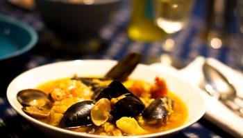 De snelle bouillabaisse van Yvette van Boven