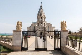 Gebouwd in 1868, na de oorlog gerestaureerd en 1 van de grootste Armeense kerken ter wereld.