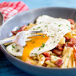 photo brunch-pasta-with-bacon-egg.jpg