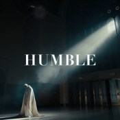 [4/30] {Be Humble} Be humble, hol' up bitch sit down! #kendricklamar #humble #sitdown #要謙虛 #坐下