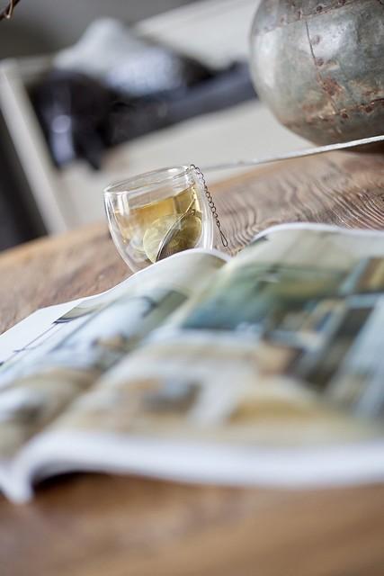 Tafel thee en tijdschrift