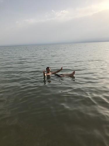 ลอยคอสบายแฮใน Dead Sea