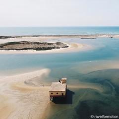 #beachhouse #ocean #colours #vsco #vscocam #aerialphotography @algarvetourism #featuremealgarve #algarve #portugal #travel #travelgram #photooftheday #guardiantravelsnaps #igportugal #instatravel #visitportugal #traveling #travelphotography #drone #drones