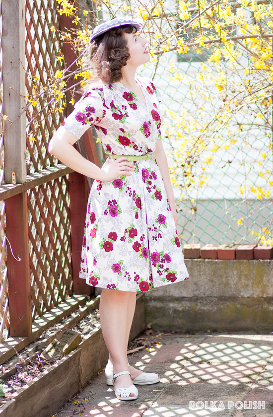 1940s floral rayon jersey dress paired with white Rocket Originals sandals and a periwinkle tilt hat