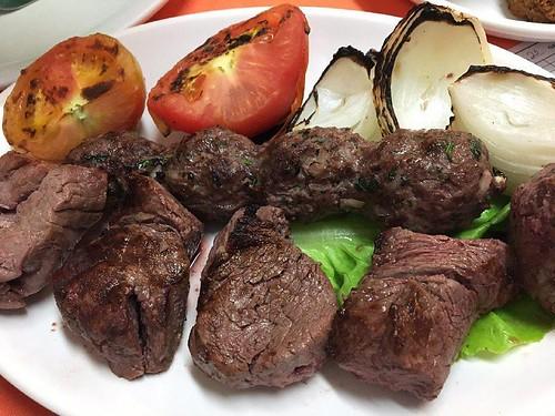 Carne na churrasqueira para o almoço de hoje . Para mais 23 receitas low-carb grátis acesse o link da minha bio ( http://ift.tt/29YBk7P ) . . #senhortanquinho #paleo #paleobrasil #primal #lowcarb #lchf #semgluten #semlactose #cetogenica #keto #atkins #die
