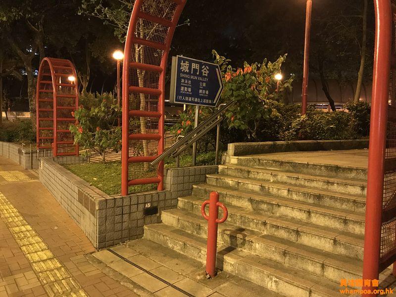 由 港鐵 荃灣站 前往 城門谷游泳池