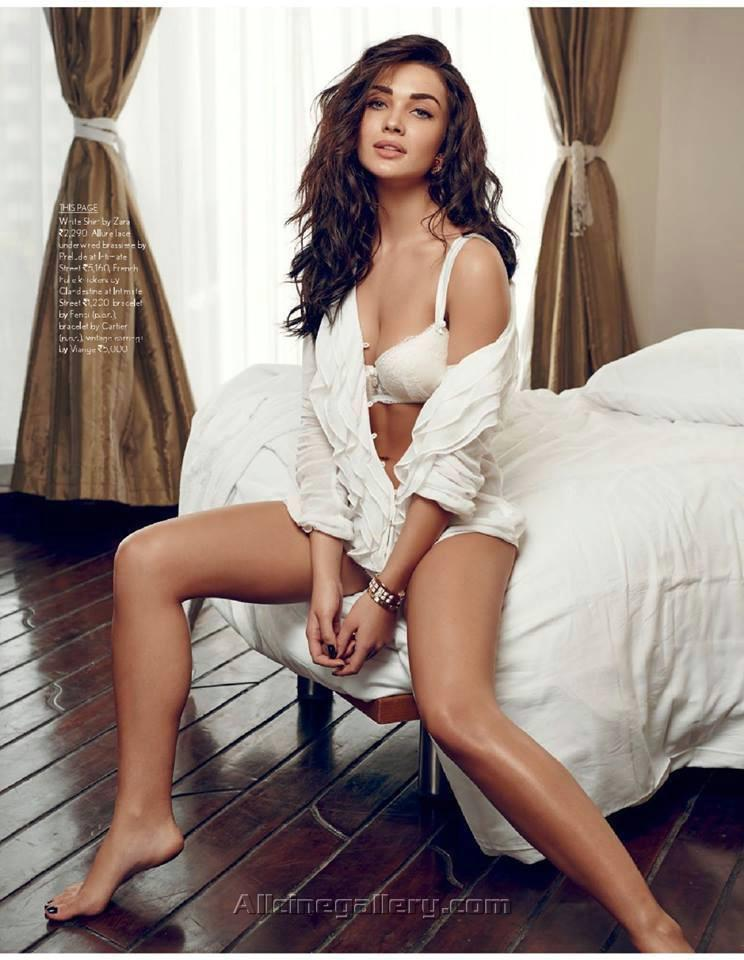 Hot and Sexy Amy Jackson