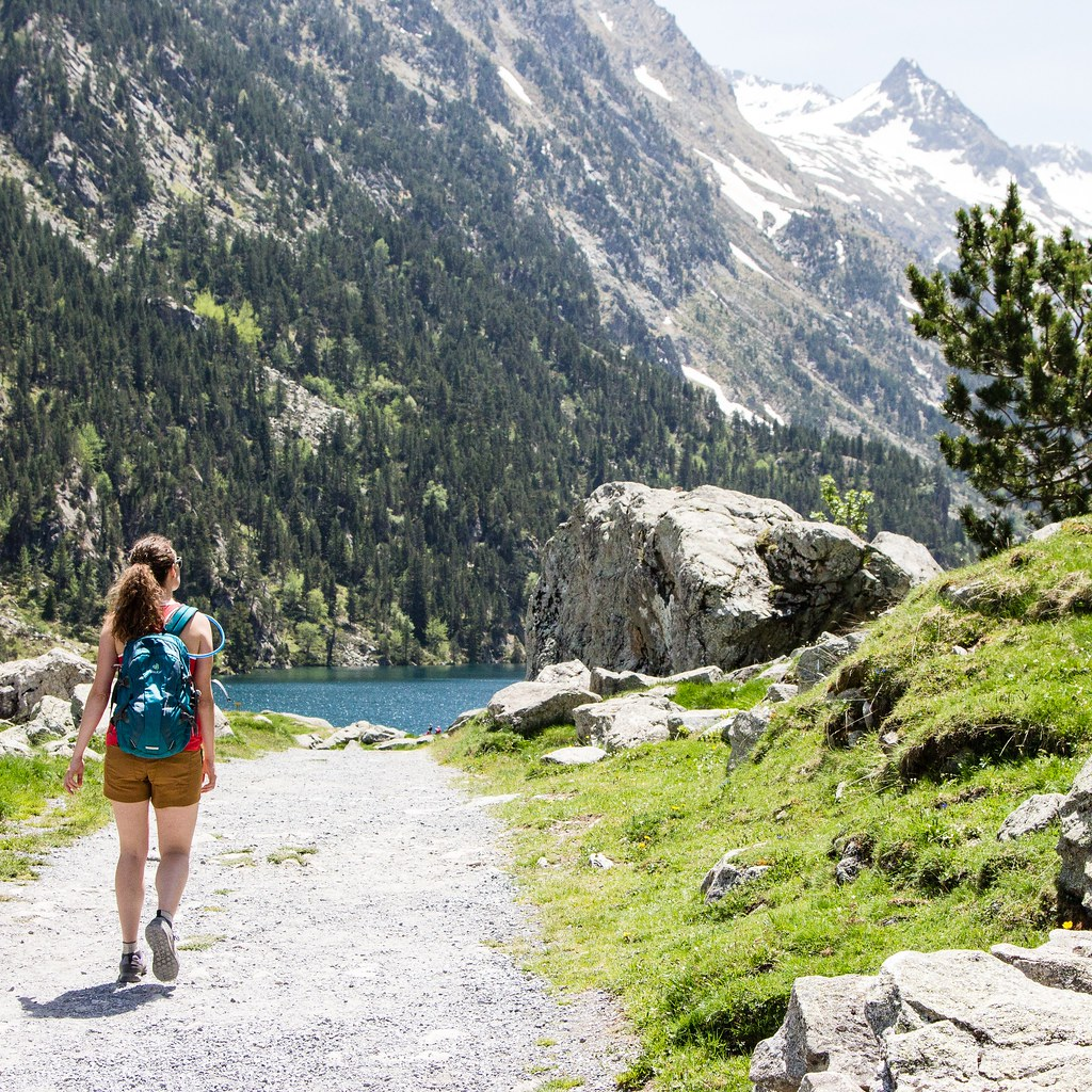 Hiking to Lac de Gaube