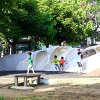 【台灣特色溜滑梯推薦】竹北文化兒童公園「風蝕巨岩溜滑梯」快來這裡釋放孩子們的無限體力!新竹親子旅遊景點推薦