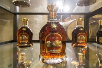 Brandy is gewoon gedestilleerde wijn die een aantal jaar in een eiken vat heb leggen liggen. Het is altijd een blend, waarbij de gemiddelde leeftijd van de brandy op de fles komt.