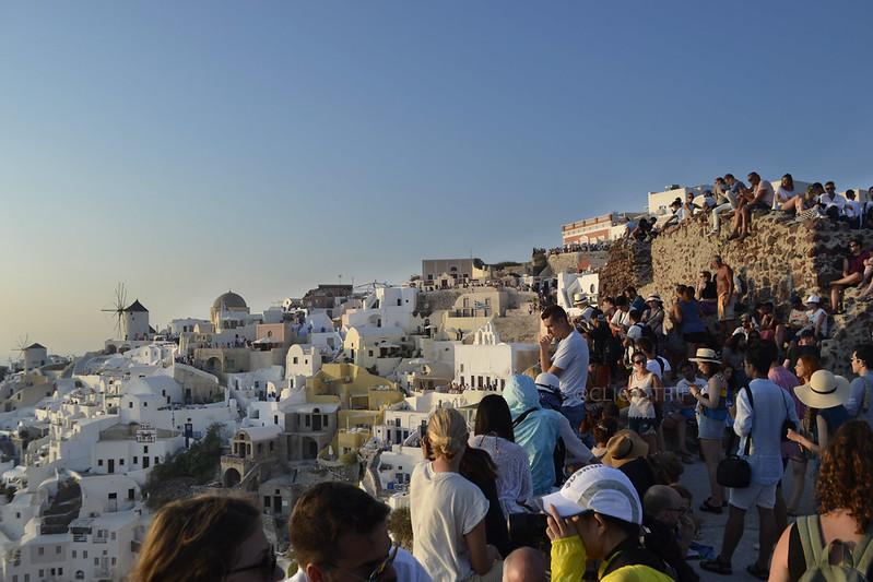 Aglomeración para ver el atardecer en Oia | Islas Griegas | ClickTrip.ES