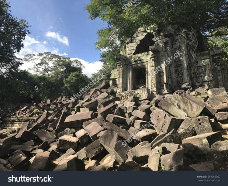 stock-photo-beng-bung-mealea-lotus-pond-jungle-temple-angkor-wat-unesco-world-heritage-site-siem-reap-654955360