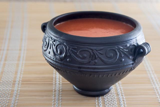 Gazpacho de sandía. La vasija es de Terracota Mérida