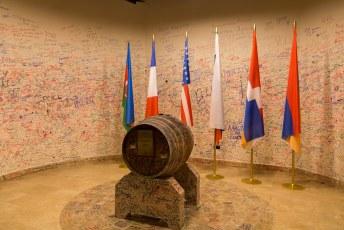Alleen dit vaatje mochten we niet opdrinken, die gaat pas open als het conflict om Nagorno Karabach is opgelost.